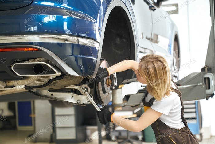 Process of changing tires of automobiles in auto service
