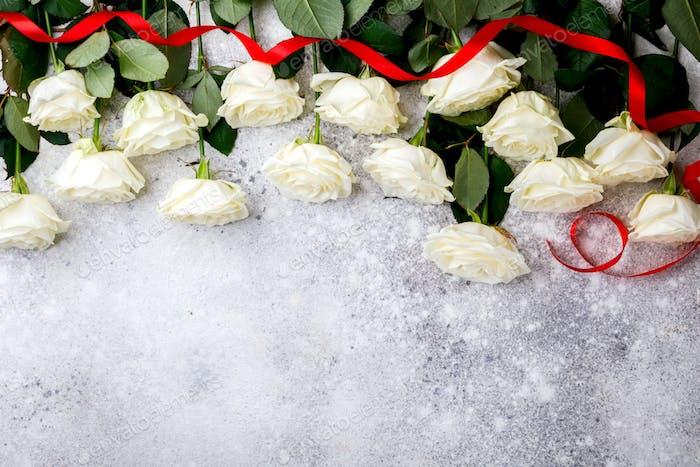 Weißer Rosenstrauß. Valentinstag, Geburtstag, Grußkarte, Geschenk.