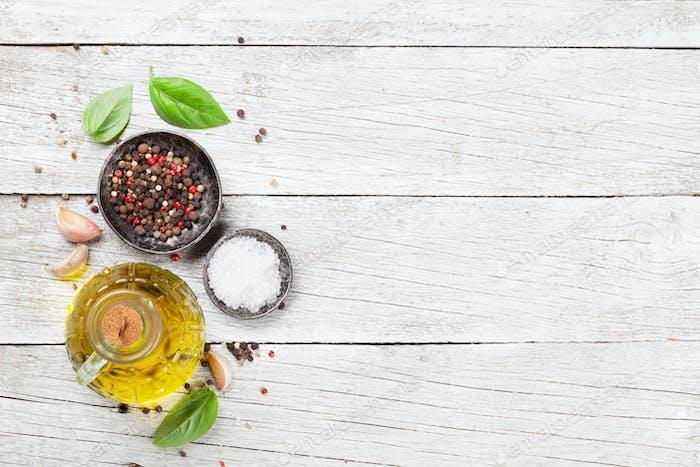 Olivenöl, Pfeffer und Salz