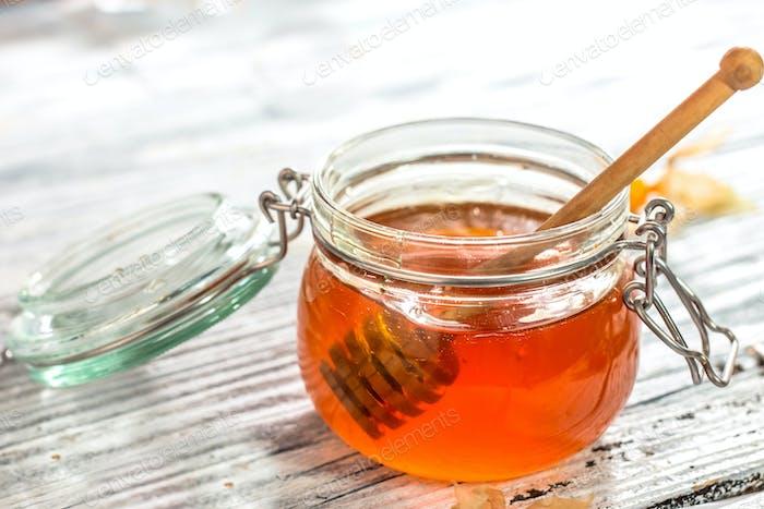 Honigtropfen im Glas