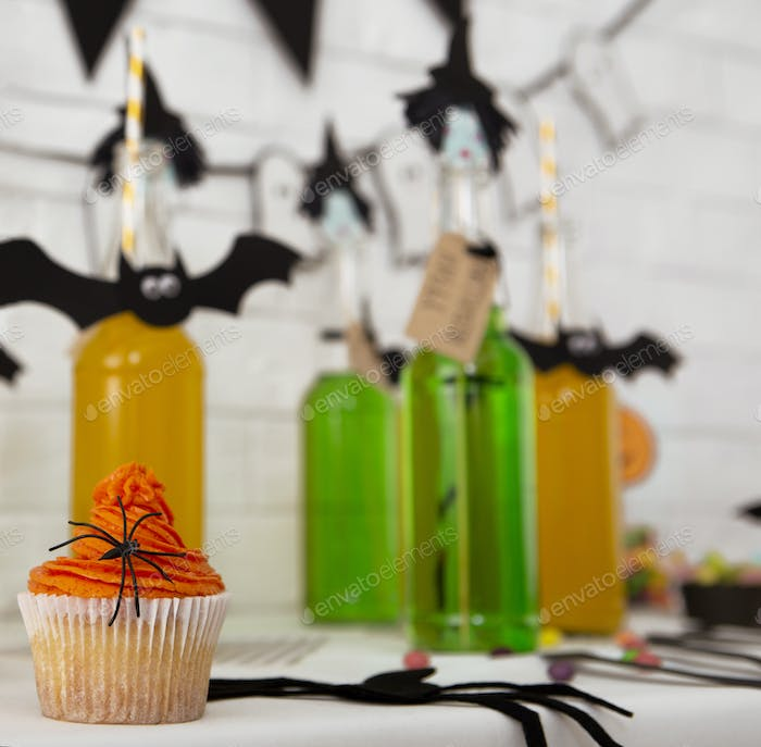 Creative drinks and tasty sweets are waiting for guests