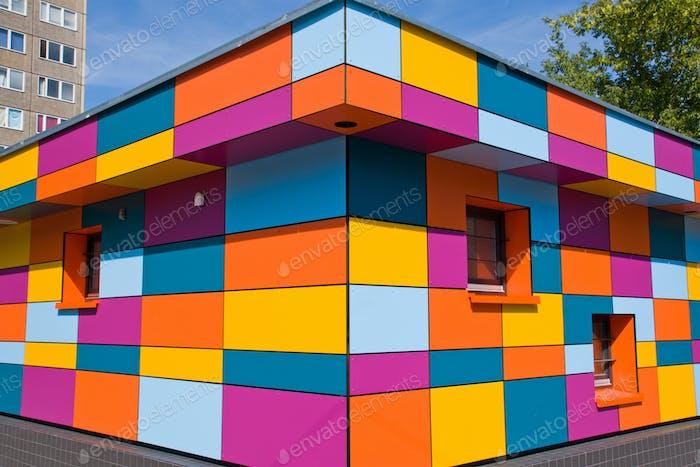 Buntes kleines Gebäude