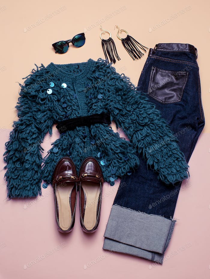 Vintage Outfit For Every Day. Stylish women's clothing. Denim an