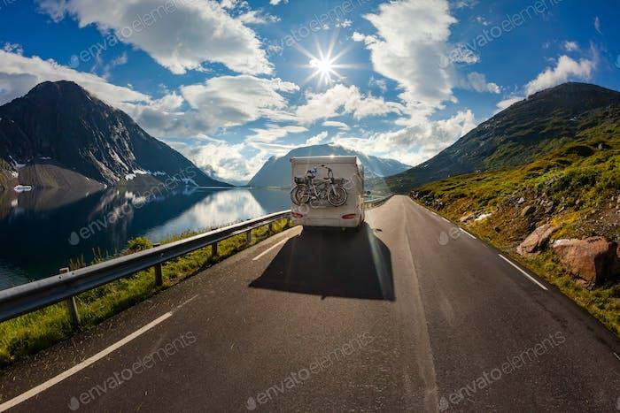 Voyage vacances en famille RV, voyage vacances en camping-car