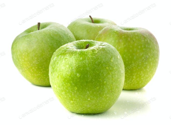 Vier reife grüne Äpfel