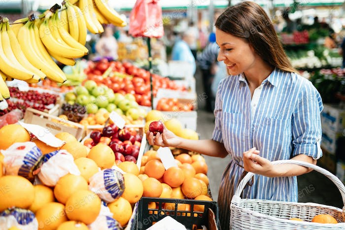 Picture of woman at marketplace buying fruits