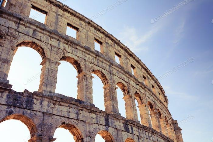 Römisches Amphitheater Arena, antike Kolosseumarchitektur in Pula