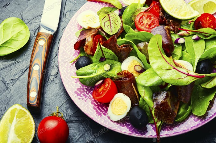 Delicious salad with vegetables, herbs and ham