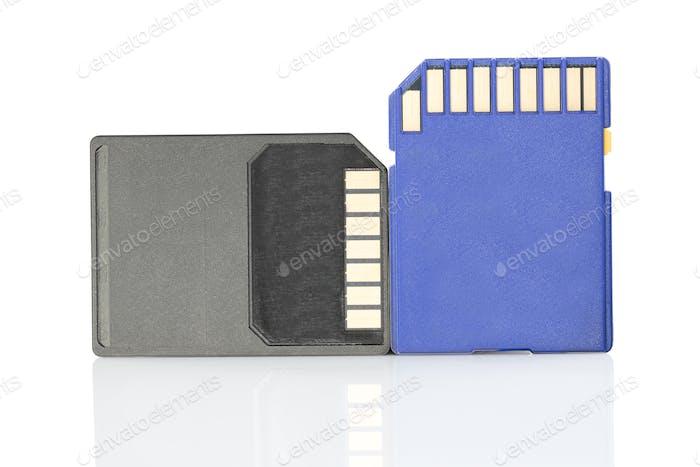 SD-Speicherkarte auf weißem Hintergrund