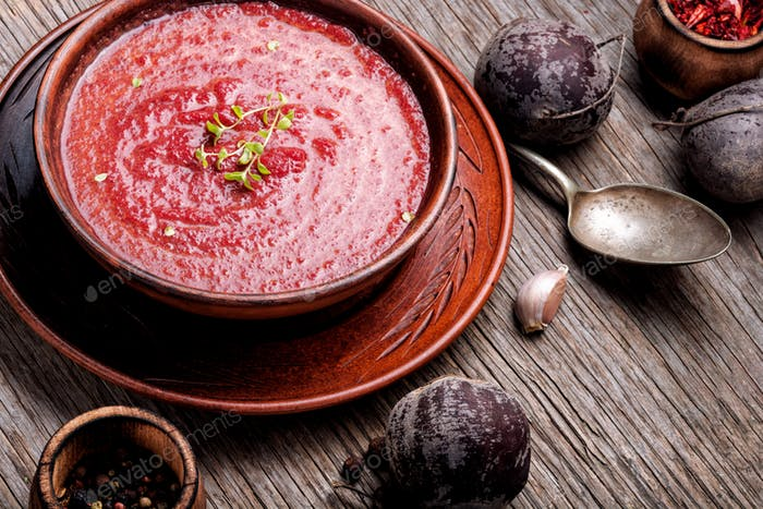 Vegetable soup with beetroot