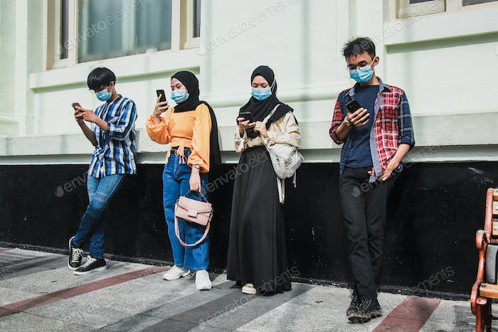 People standing with distance and wearing mask