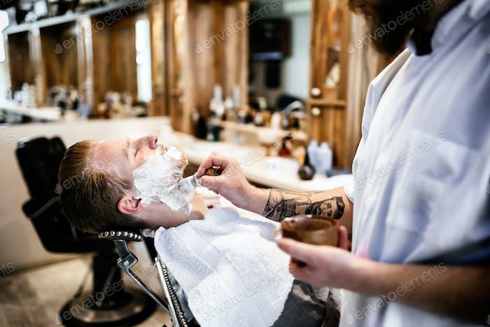 Ретро бритье с пеной
