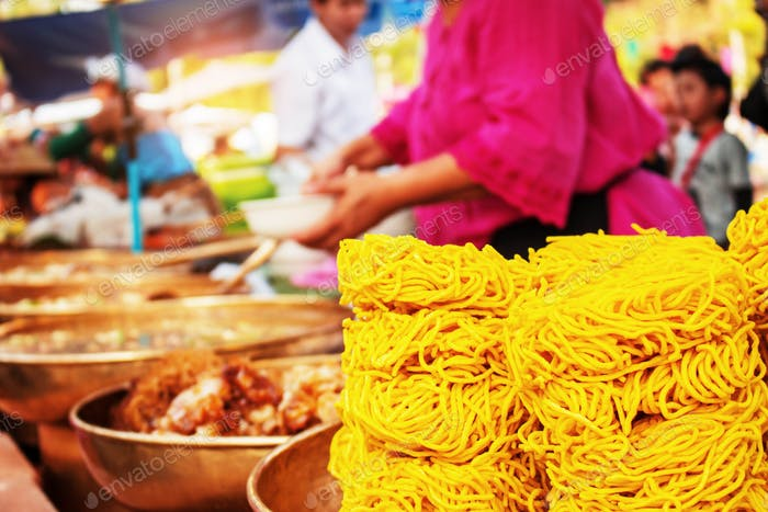 Crispy noodles in the market