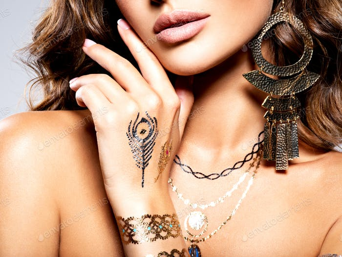 Woman Fashion  Jewelry Beautiful tattoo