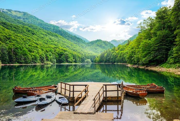Лодки на Биоградском озере