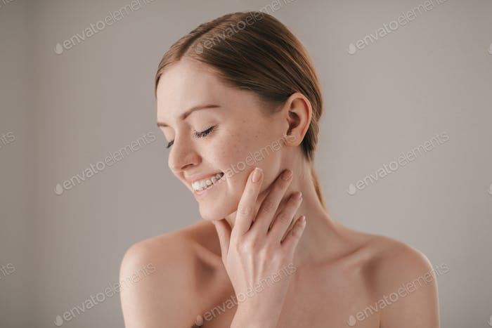 Sensitive care for a luminous skin.