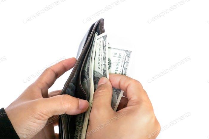 Frau nehmen Geld Dollar-Banknoten aus Geldbörse