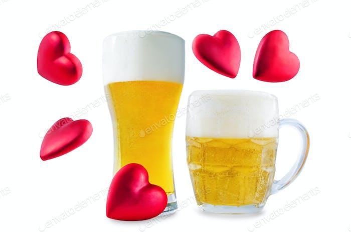 Glas kaltes Licht Bier mit Herz isoliert für Valentinstag