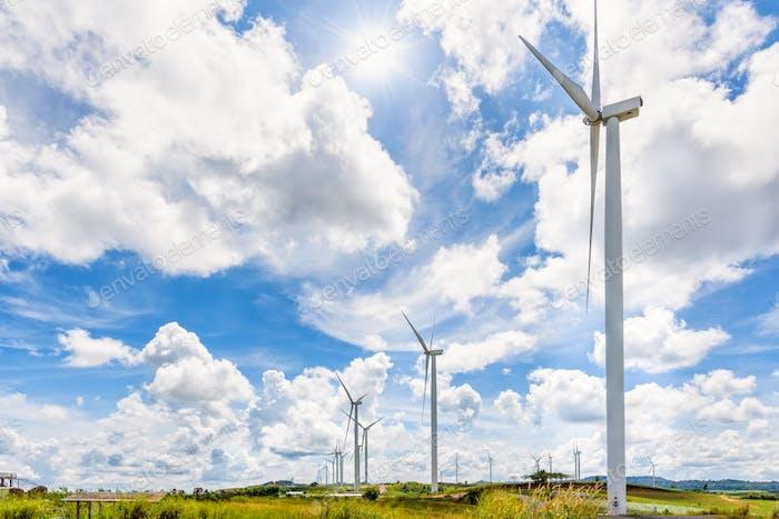 Landschaft Windmühlen unter der Sonne