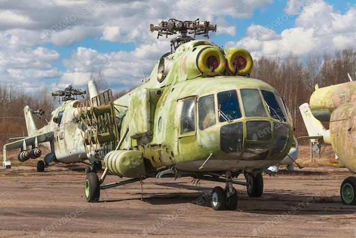 Verlassene gebrochene russische schwere Transporthubschrauber