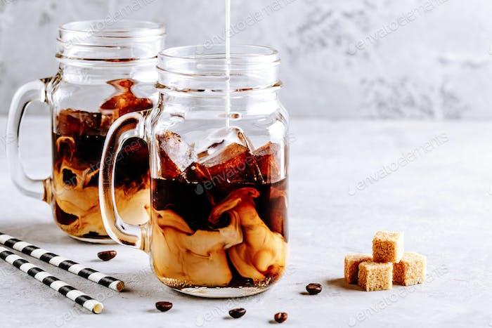 Kokosmilch Thai Eiskaffee mit Kaffee Eiswürfeln