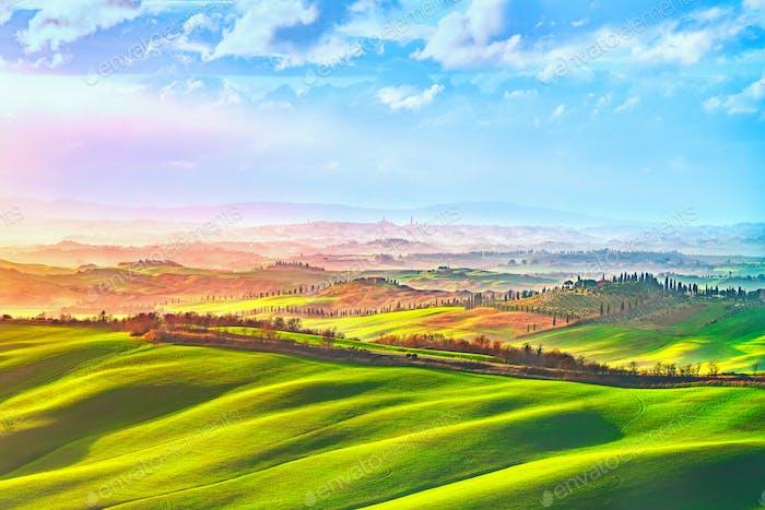 Siena Stadt Skyline, Landschaft und sanften Hügeln. Toskana, Ital