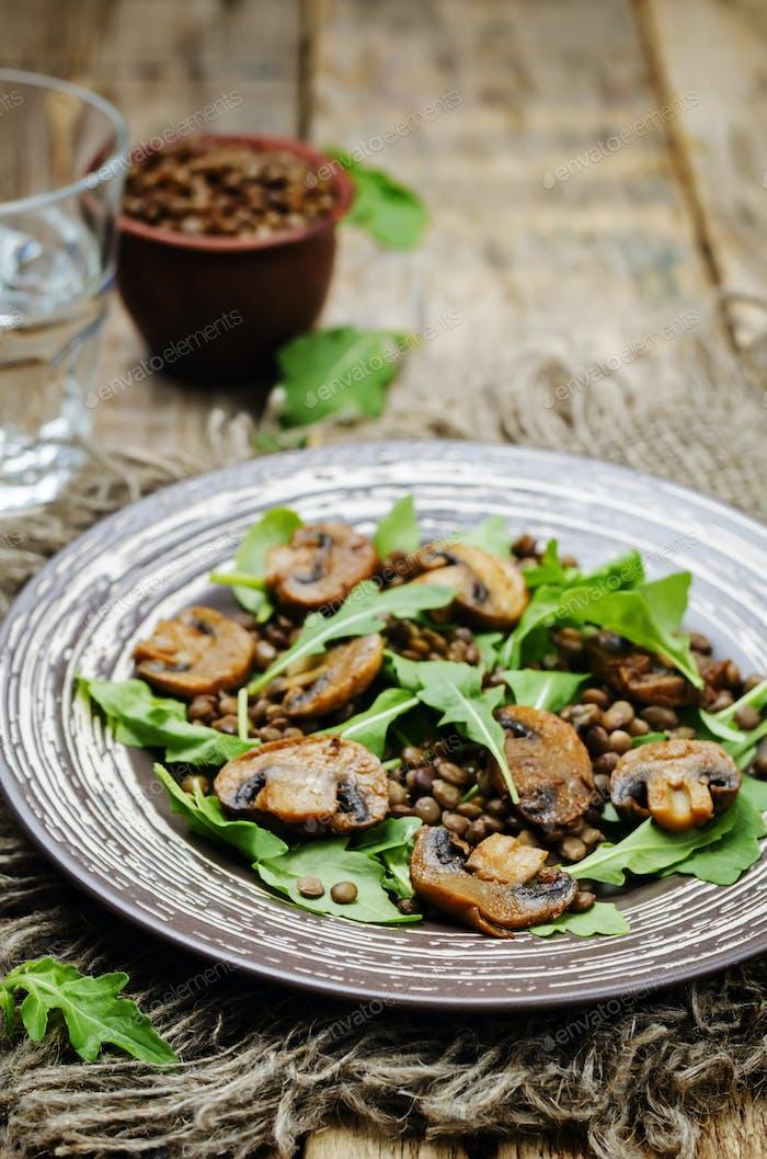 Grüne Linsen Pilz Rucola Salat