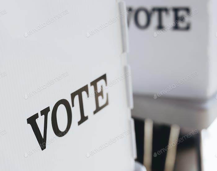 Signo de campaña de votación por democracia