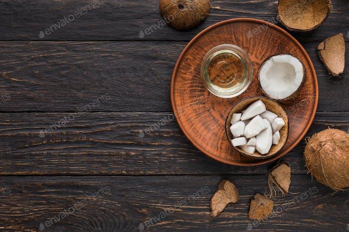 Kokosprodukte über Holzhintergrund