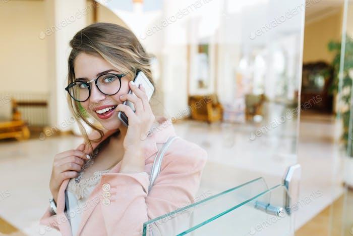 Hübsche Geschäftsfrau