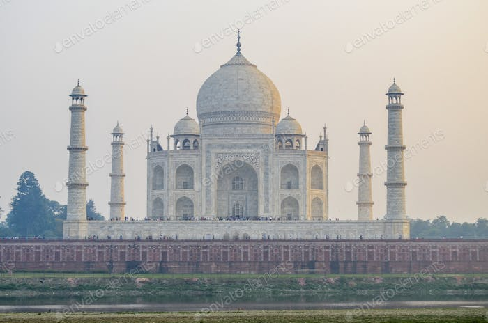 Exterior view of the Taj Mahal palace and mauseleum, with decorated exterior inlaid marbel walls