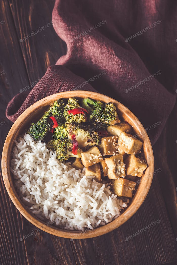 Tofu and broccoli stir-fry with white rice