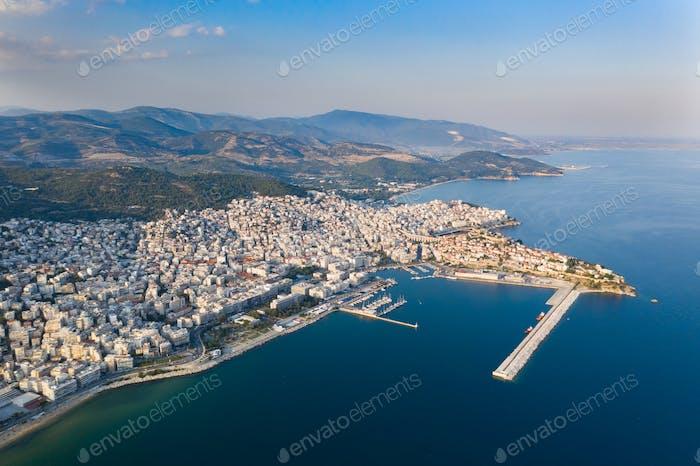 Panorama-Luftaufnahme von Kavala, Griechenland.