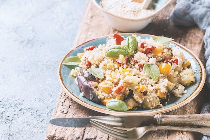 Quinoa-Salat. Superfoods Konzept.