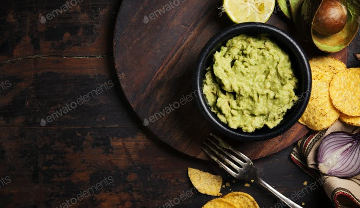 Mexican nachos chips with fresh guacamole sauce