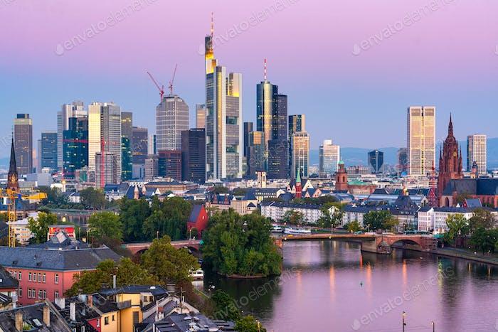 Франкфурт, Германия горизонт над главной рекой