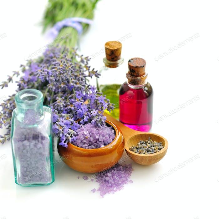 Lavendelfrisches und Badesalz für Aromatherapie und Lavendelöl