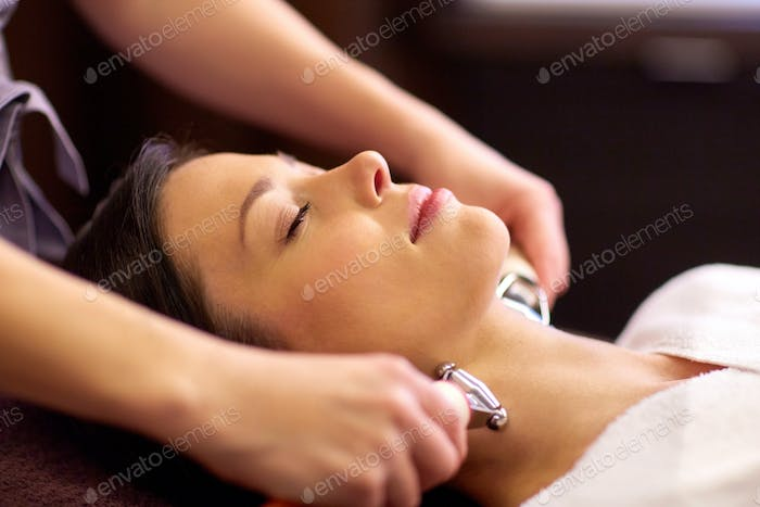 woman having hydradermie facial treatment in spa
