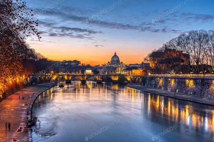 Dramatisch Sonnenuntergang über der Petersdom