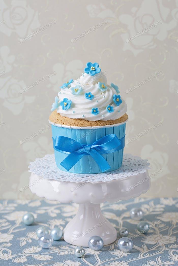 Forgetmenot cupcake