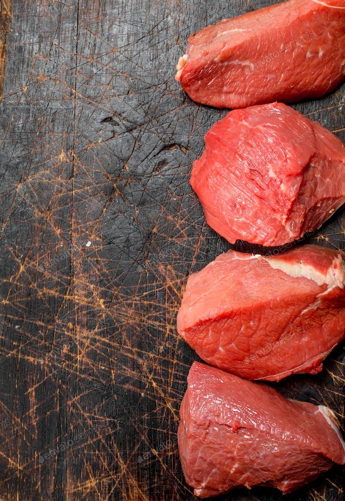 Rohes Fleisch. Stück Rindfleisch.