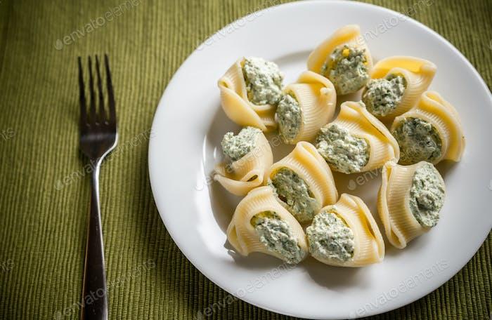 Stuffed lumaconi with cheese