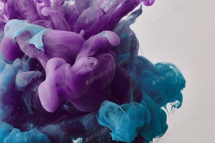 fondo abstracto con remolinos púrpura y azul de pintura