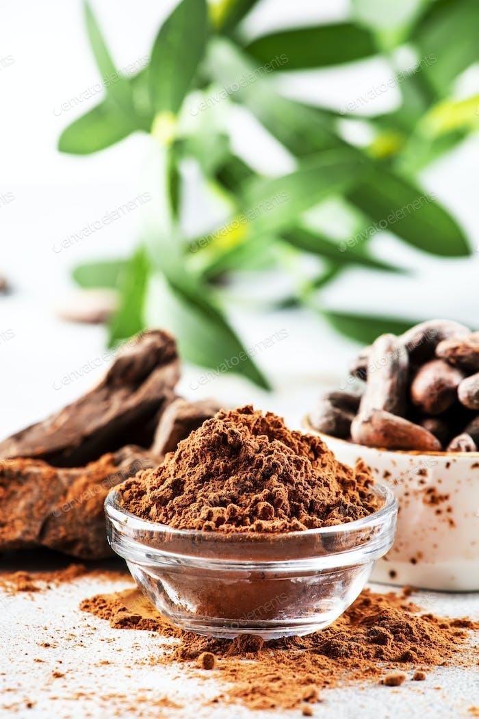 Organic cocoa powder, cocoa beans, grated cocoa
