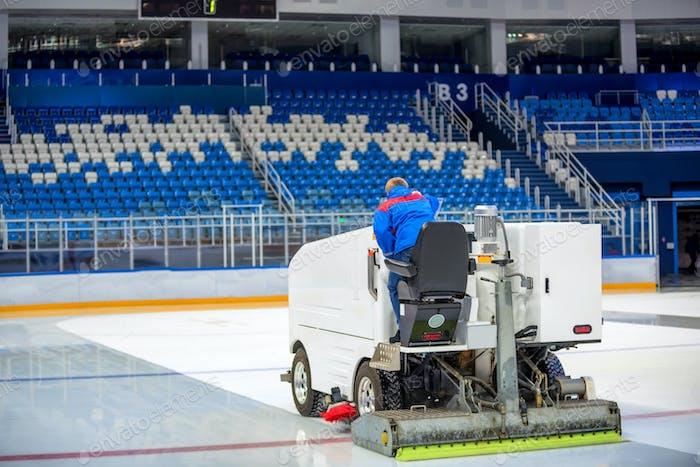 Resurfacing machine cleans ice of hockey rink