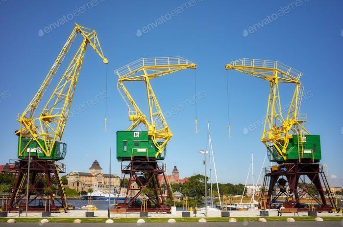 Портовые краны на бульварах Щецина, Польша