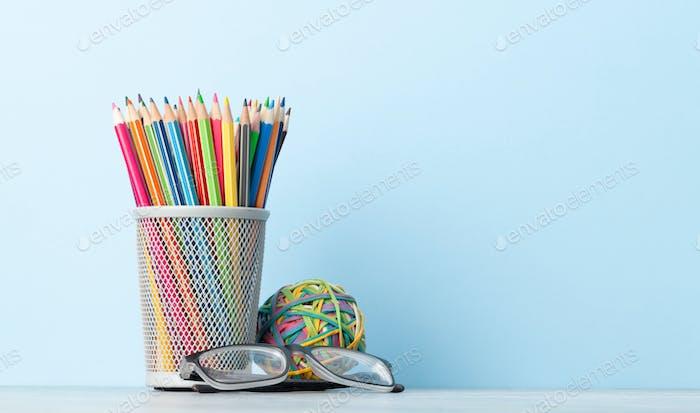 Suministros de oficina o artículos escolares