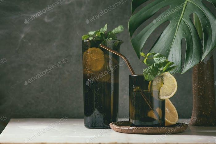Lemon and mint lemonade