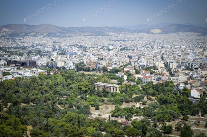 Stadtbild von Athen, Griechenland, mit dem Parthenon im Vordergrund.