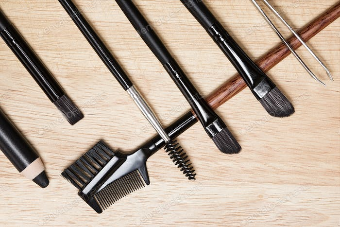 Accessories for care of brows and lashes